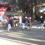 本年も勝栗神社の清掃をおこないました。